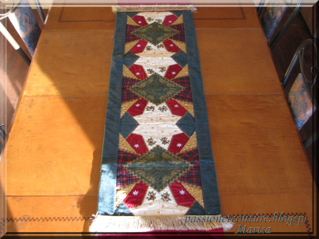 22 Amazing Machine Embroidery Christmas Table Runner | Makaroka.com