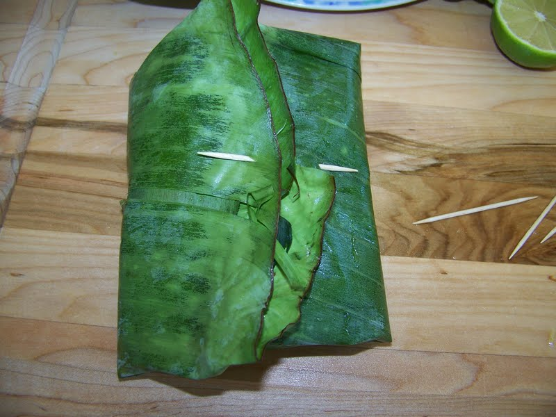kitchen simmer thai steamed fish in banana leaf banana. Black Bedroom Furniture Sets. Home Design Ideas