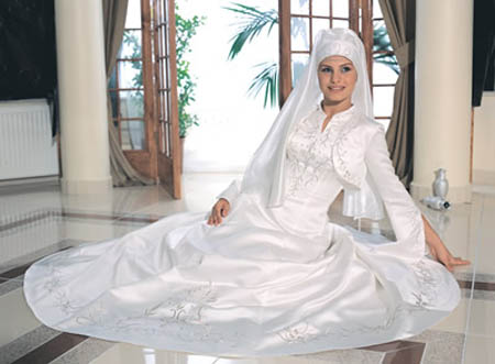 Robe blanche avec voile