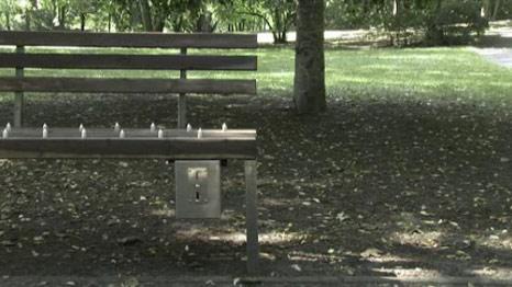 Bangku Taman Berbayar