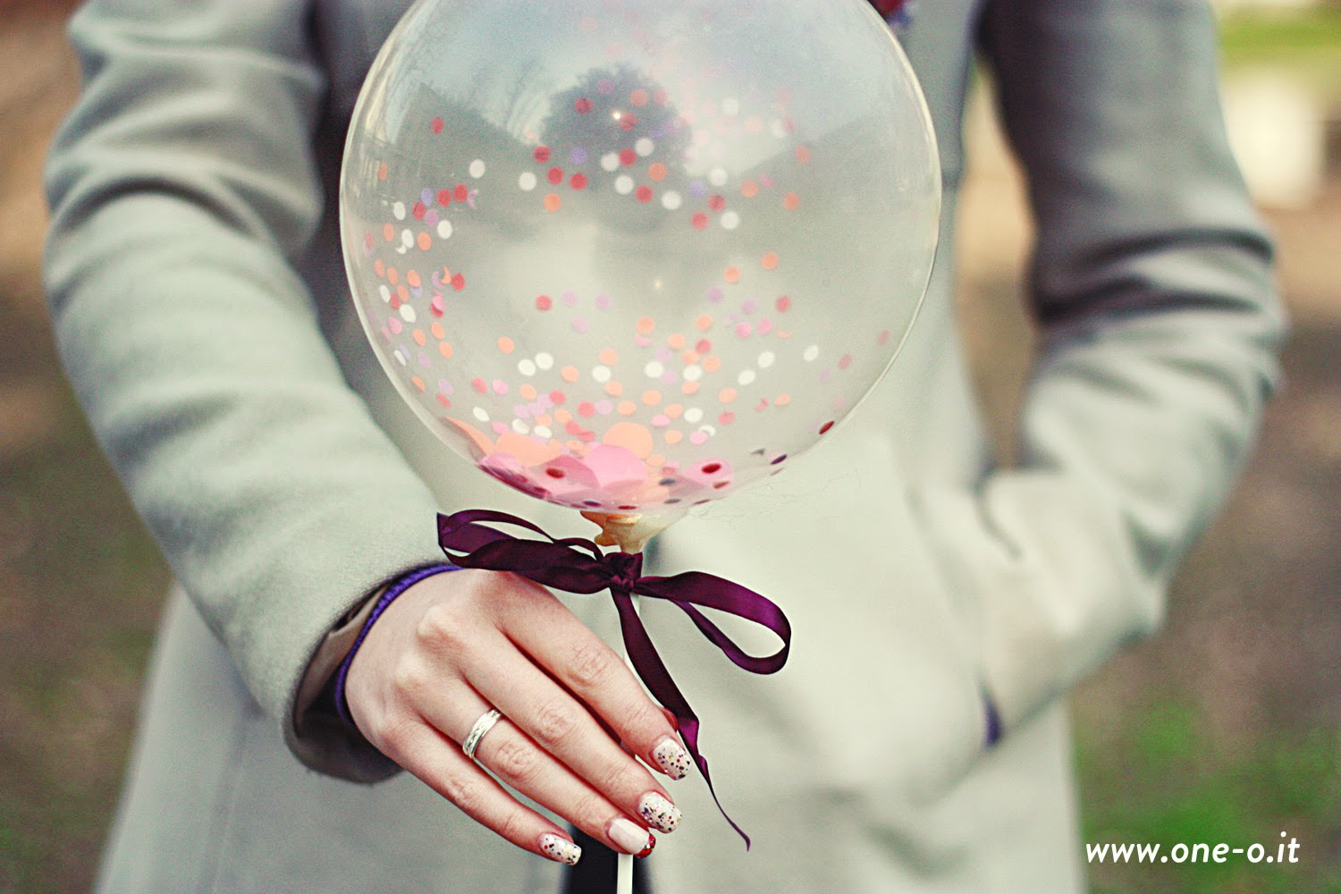 http://www.one-o.it/the-confetti-series-diy-balloon-decor/#.UyWgzYXLI3A