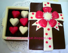 CHOC RECTANGLE BOX WITH 12 PRALINES @RM75
