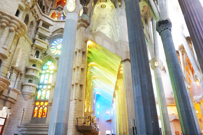 Intérieur de la basilique la Sagrada Familia