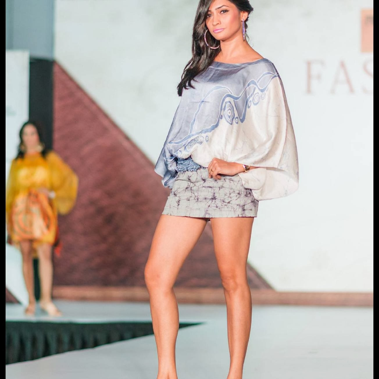 Tania Deen hot legs on ramp