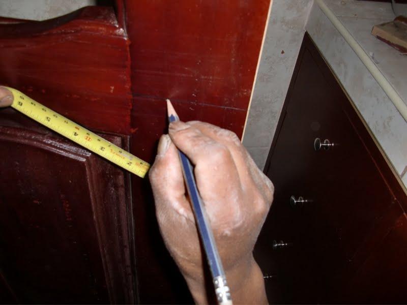 Decoraciones manualidades en madera como colocar chapa - Como barnizar una puerta de madera ...