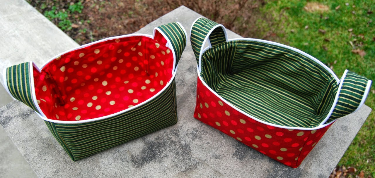 http://roonieranching.blogspot.com/2014/12/piped-basket-sewing-tutorial.html