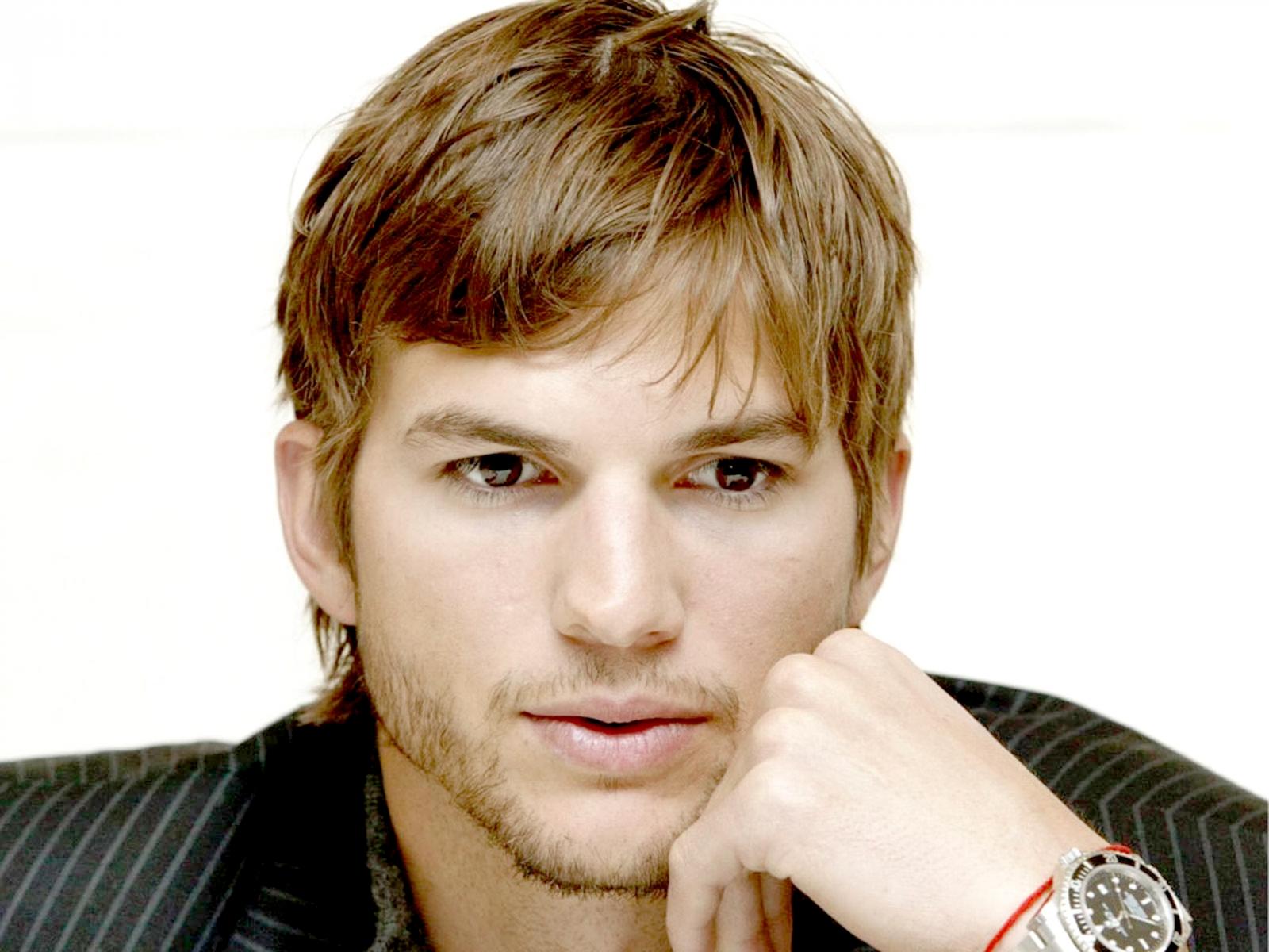 http://3.bp.blogspot.com/-Ao8P2ur1p1k/T0nIorv1TBI/AAAAAAAAFJU/1v3xqqE2Rik/s1600/2-Ashton_Kutcher_0%28www.GalaWallpapers.net%29-1600x1200.jpg