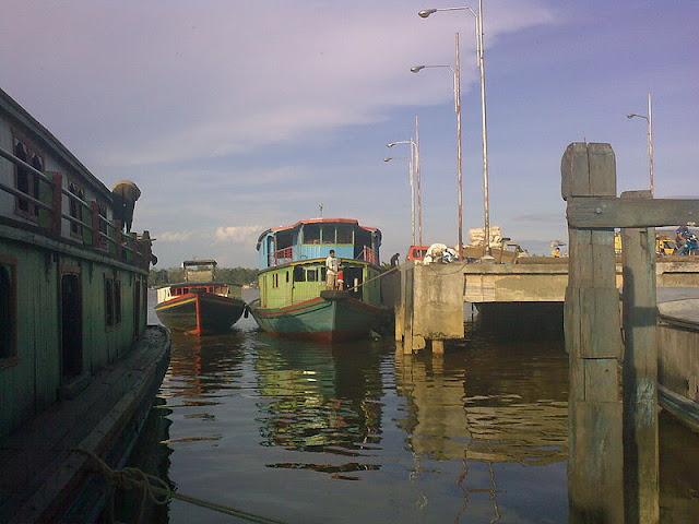 Gambar Transportasi Angkutan Sungai 02