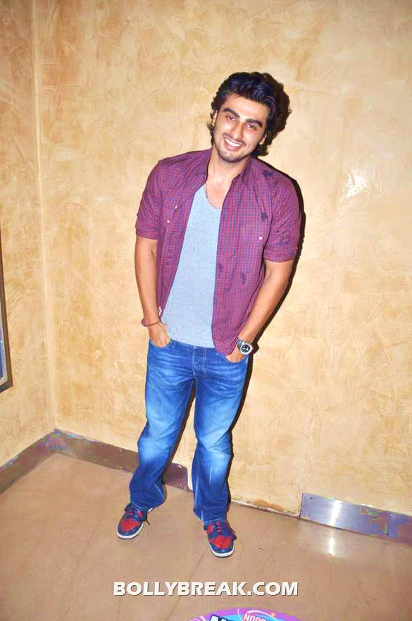 Arjun Kapoor - (4) - Bollywood & TV Celebs at the Premiere of 'The Dark Knight Rises'