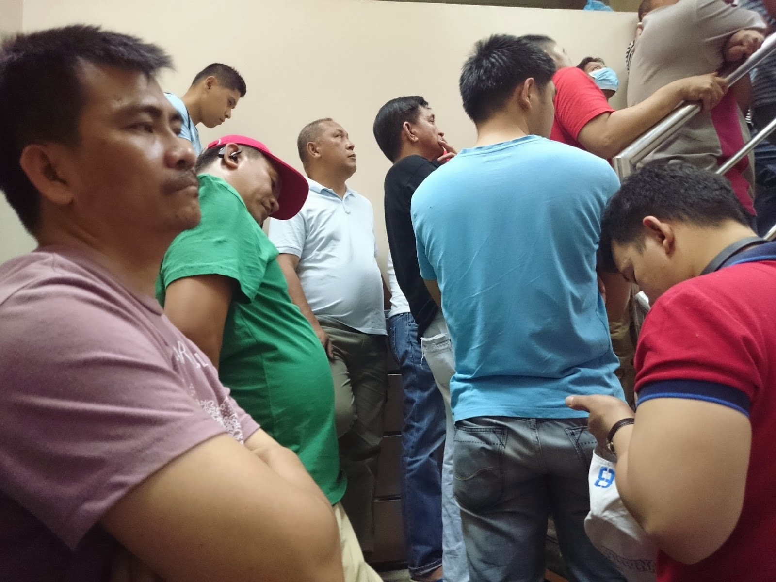 Filipino in Saudi Arabia: Line at Enjaz Money transfer in Batha