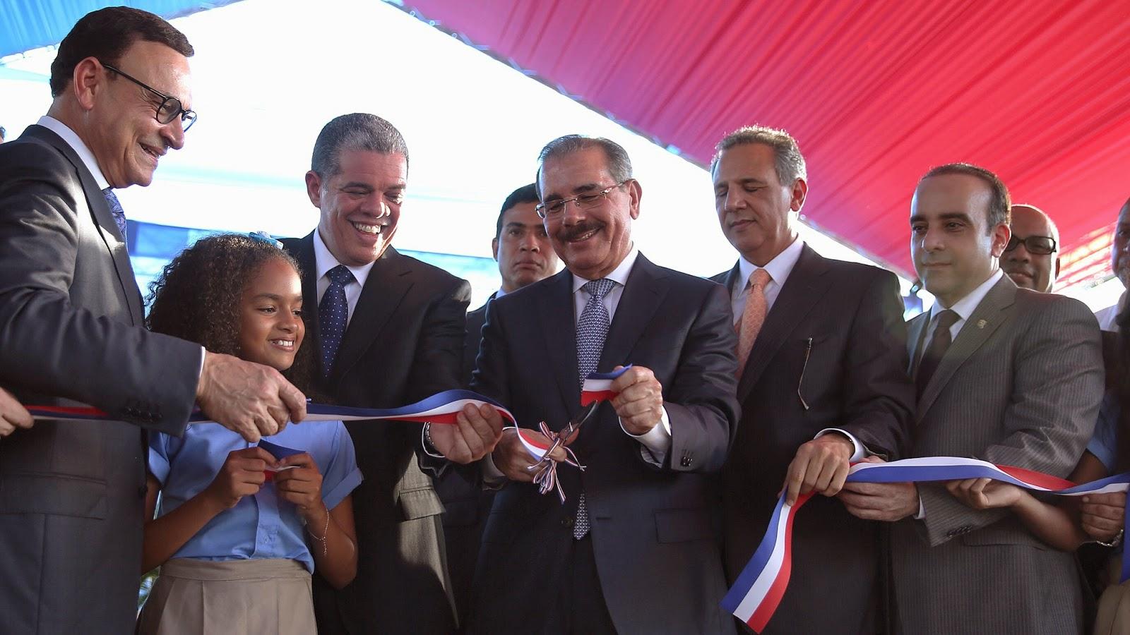 Día especial para María Trinidad Sánchez. Danilo Medina entrega 56 aulas