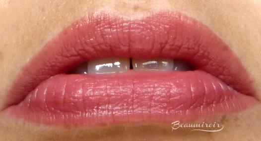 """""""亲爱的朱莉"""",穿着彩色的口红,戴着口红,戴着口红,嘴唇,性感的嘴唇,性感的眼睛"""