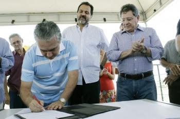 Governador assina ordem de serviço para início das obras da praça linear