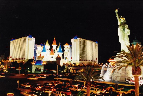 Najskuplje ,neobične ,čudne hotelske sobe i hoteli  - Page 2 Excalibur-Hotel-and-Casino-Las-Vegas