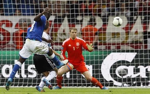 Balotelli scores