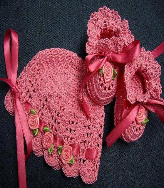 des vêtements à crochet pour bébés