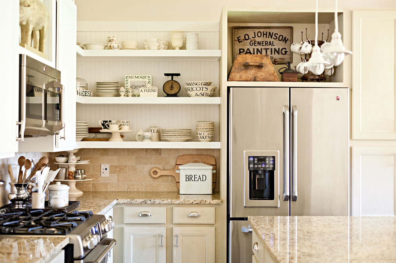 The little cottage on the pond laundry room revisited - Cocinas vintage modernas ...