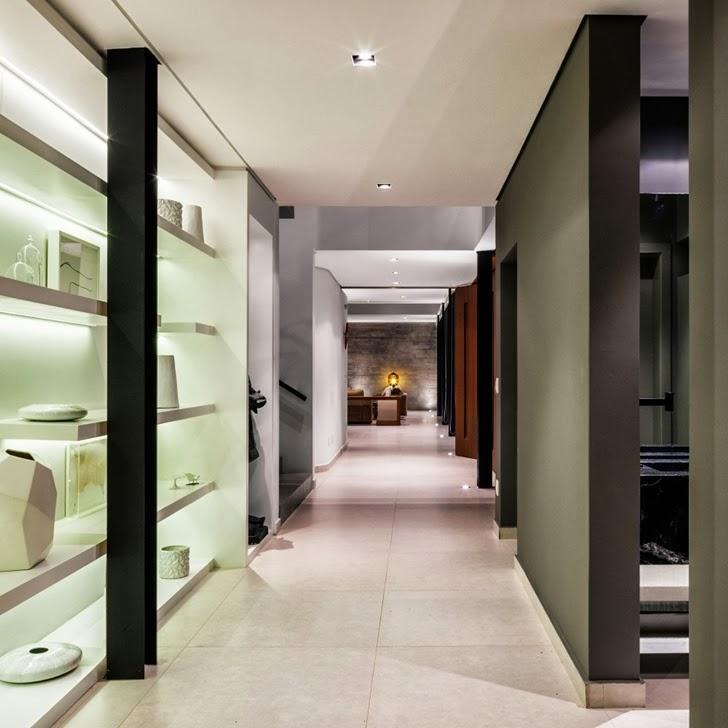 Hallway in Modern Planalto House by Flavio Castro