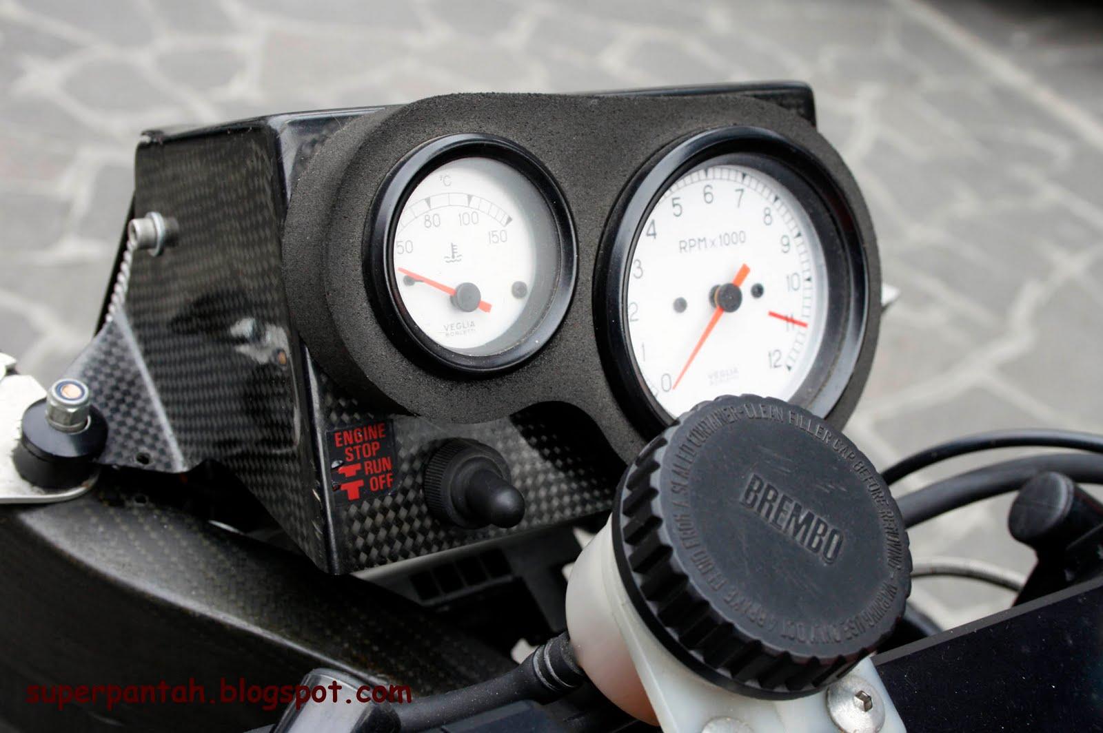 Ducati 851-888 - Page 2 888%2BRacing%2B%252815%2529