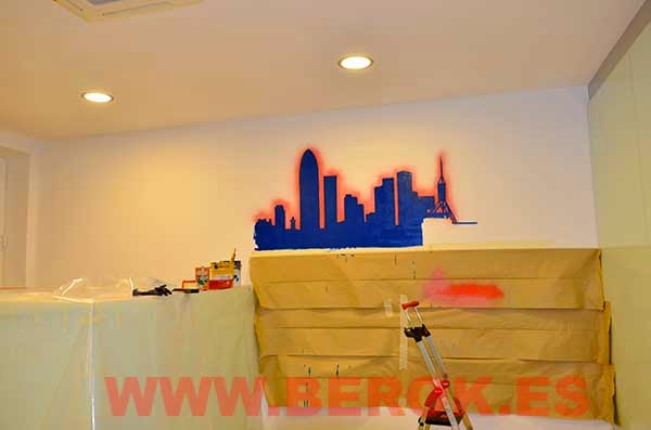 Mural skyline de Barcelona pintado a mano