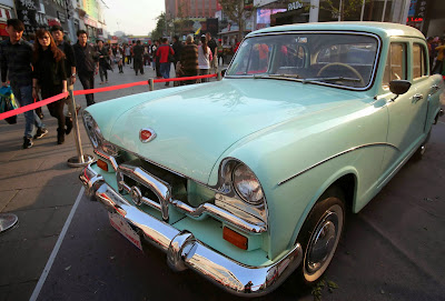 Classic car is on display in Wangfujing walking street of Beijing. The classic car tour in China will start on October 12 in Beijing and end after 12 days in Shanghai (1)