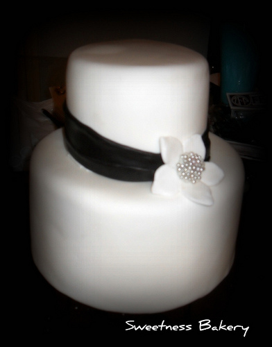 Quite Simple Wedding Cake To see daily pictures recipes tips and more