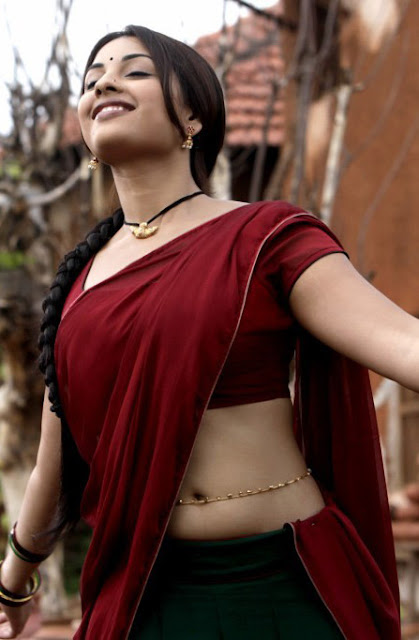 Richa Gangopadhyay hot navel in saree