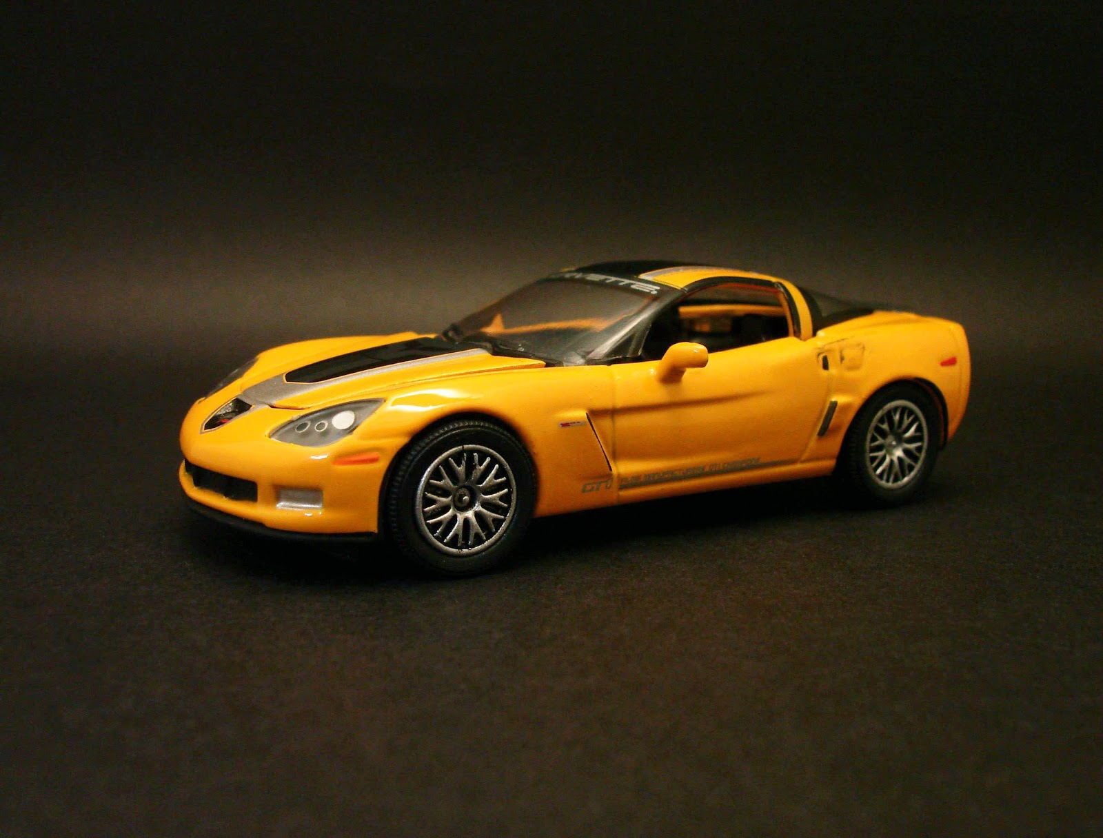 diecast hobbist 2009 chevrolet corvette z06 gt1 championship edition. Black Bedroom Furniture Sets. Home Design Ideas