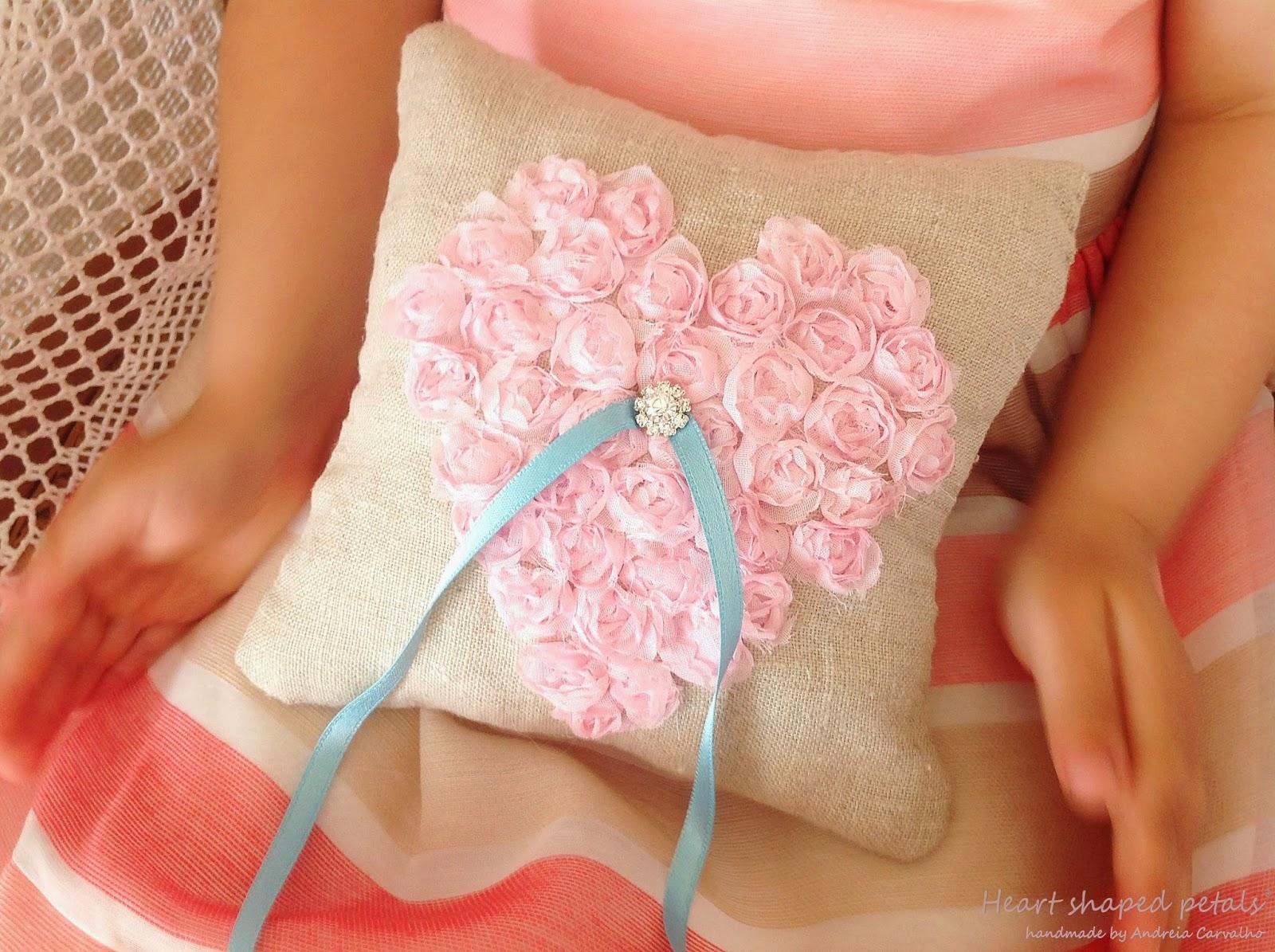 porta alianças heart shaped petals