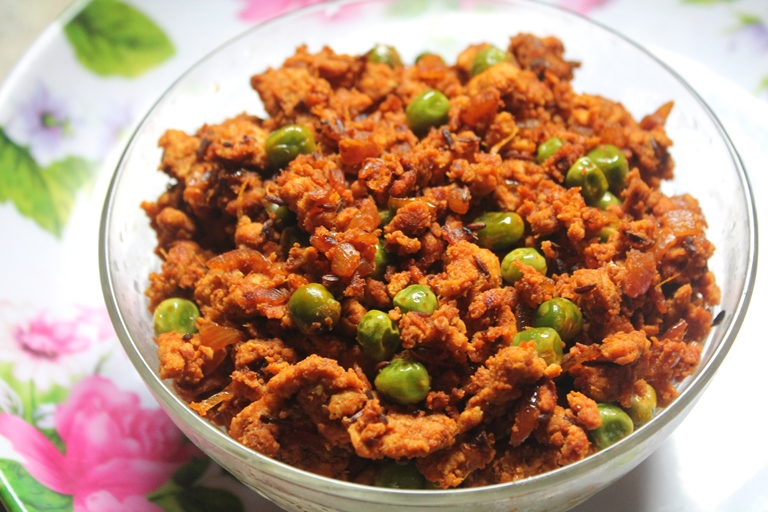 Quick chicken keema matar recipe stir fried minced chicken with i made this for lunch oneday as a quick sidedish for rasam rice i had some leftover and used that to make a baked chicken samosa will be sharing it soon forumfinder Choice Image