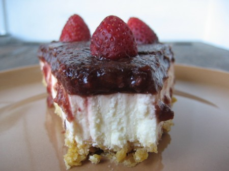 Torta od višanja, jagoda i jogurta