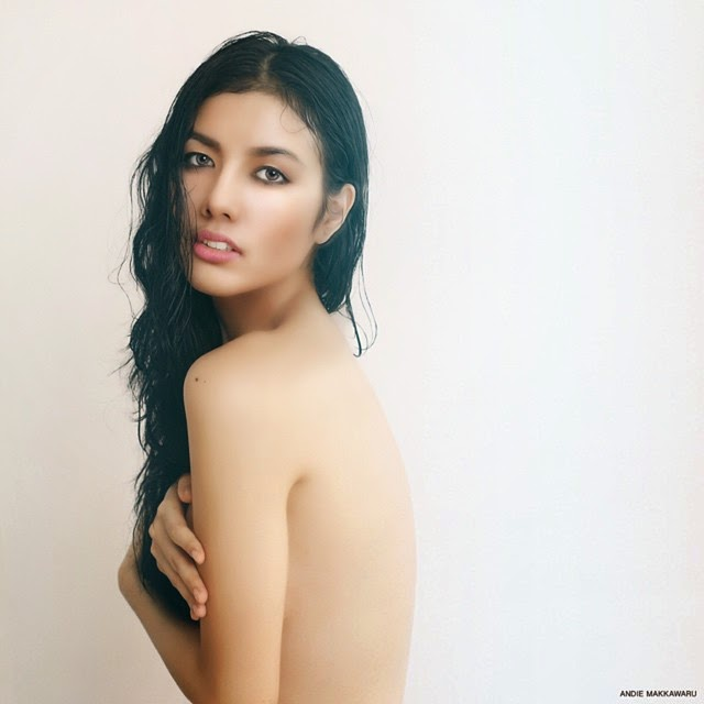 Ella Khomsah Seksi Topless Foto Terbaru