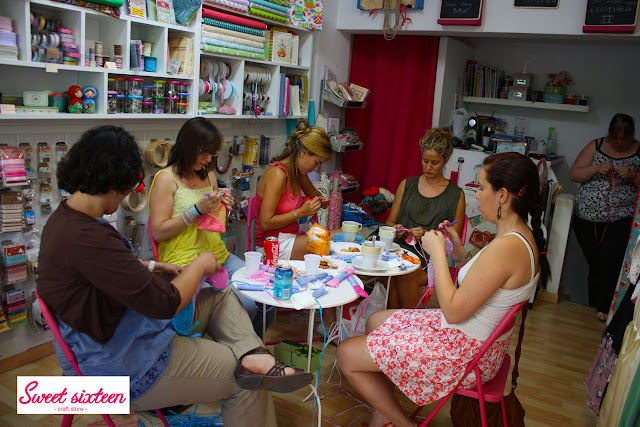 Taller Bolsito de rafia Sweet sixteen, craft store. Julio 2012. Madrid.