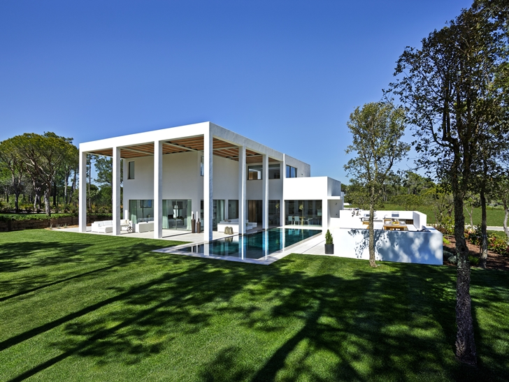 Simple modern home in Portugal