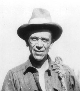 """aldo leopald essay A summary of the land ethic in a persuasive essay, aldo leopold tries to explain how we are ethically and morally obligated to take care of our resources in his paper, """"the land ethic"""" leopold explains how we have viewed the land as, """"strictly economic, entailing privileges but not obligations""""."""