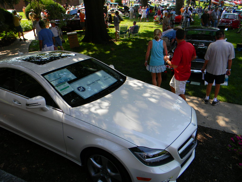 Despite Temperatures Approaching 100 Degrees, Hundreds Of Visitors Came To  The Art Instituteu0027s Campus On Sunday To View Over 200 Classic Vehicles.