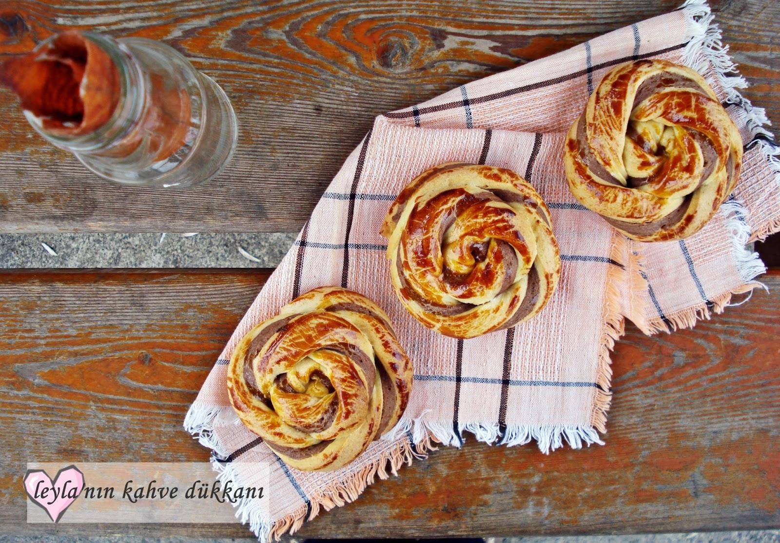Fındık Ezmeli Rüzgar Gülü Çörek