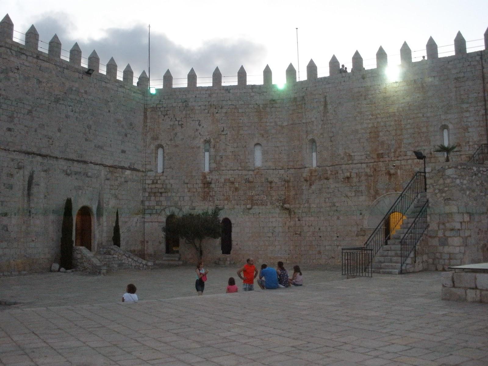 Vista interior del Castillo de Peñíscola. Patio de armas.