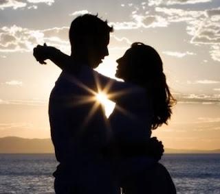 beach_love_friends- man woman girl -sunset - وضع مشاعر الخطيبة تحت الاختبار من حيث مدى الحب ودرجة الميل لحبيبها.... يؤدى لرسوبها حتما !!!!