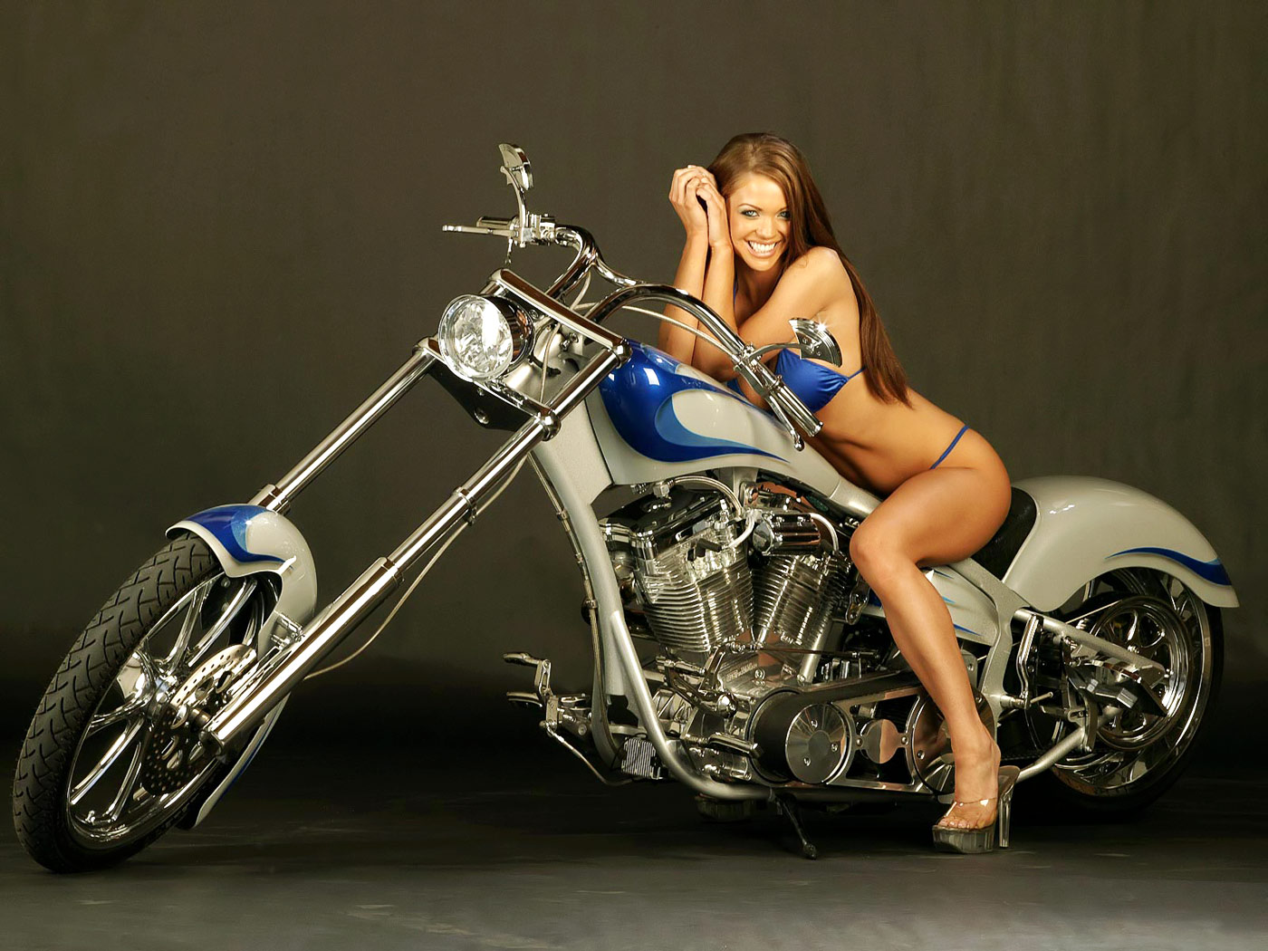 http://3.bp.blogspot.com/-At6L48XtA-o/TXYNImxkLfI/AAAAAAAAJic/bIxOzUHmvQU/s1600/Cruiser_Custom_Cycle_and_super_Babe_wallpaper.jpg