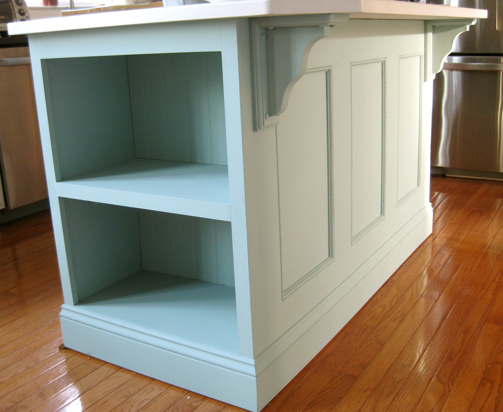 Kitchen island painted ascp duck egg blue remodelando la for Duck egg blue kitchen island