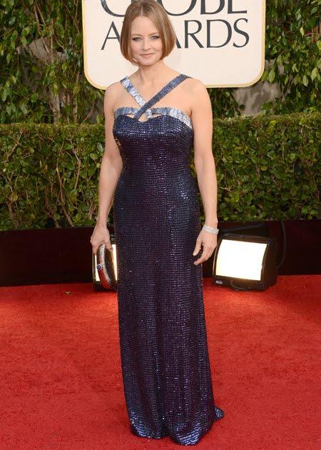 Джуди Фостър в тъмносиня метална рокля на Giorgio Armani