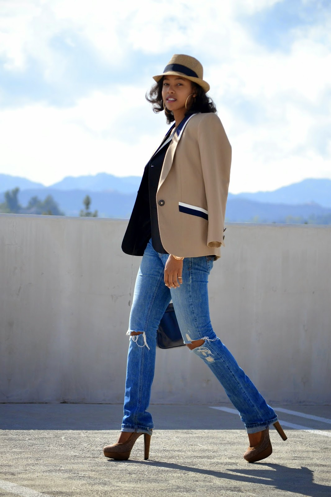 what to wear with distressed boyfriend jeans