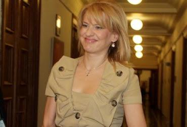 Η ξευτίλα του Αλέξη Τσίπρα! Καμαρώστε την κυρία Θεοδώρα Τζάκρη που έκανε υπουργό... (Εικόνες)