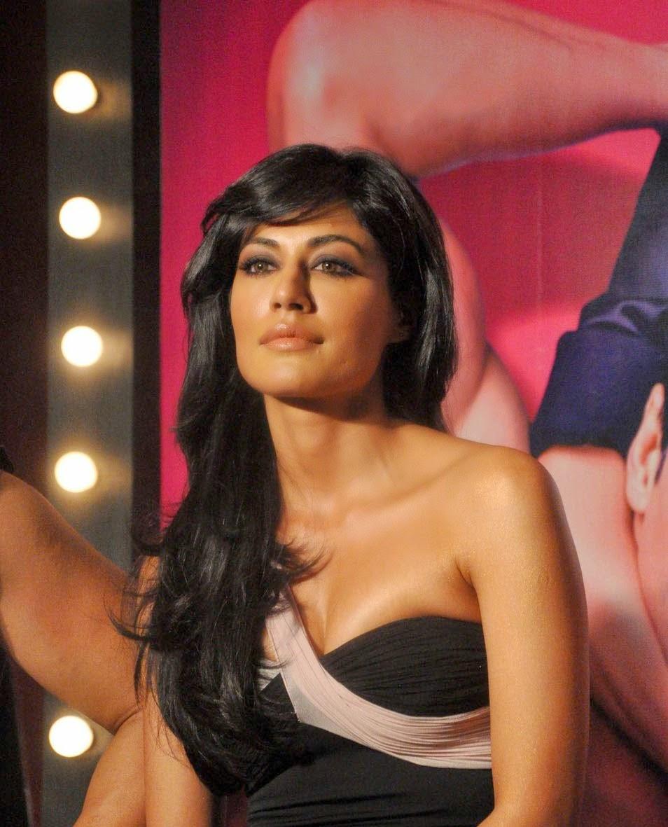cute and sizzling actresses: deepika padukone and chitrangada singh