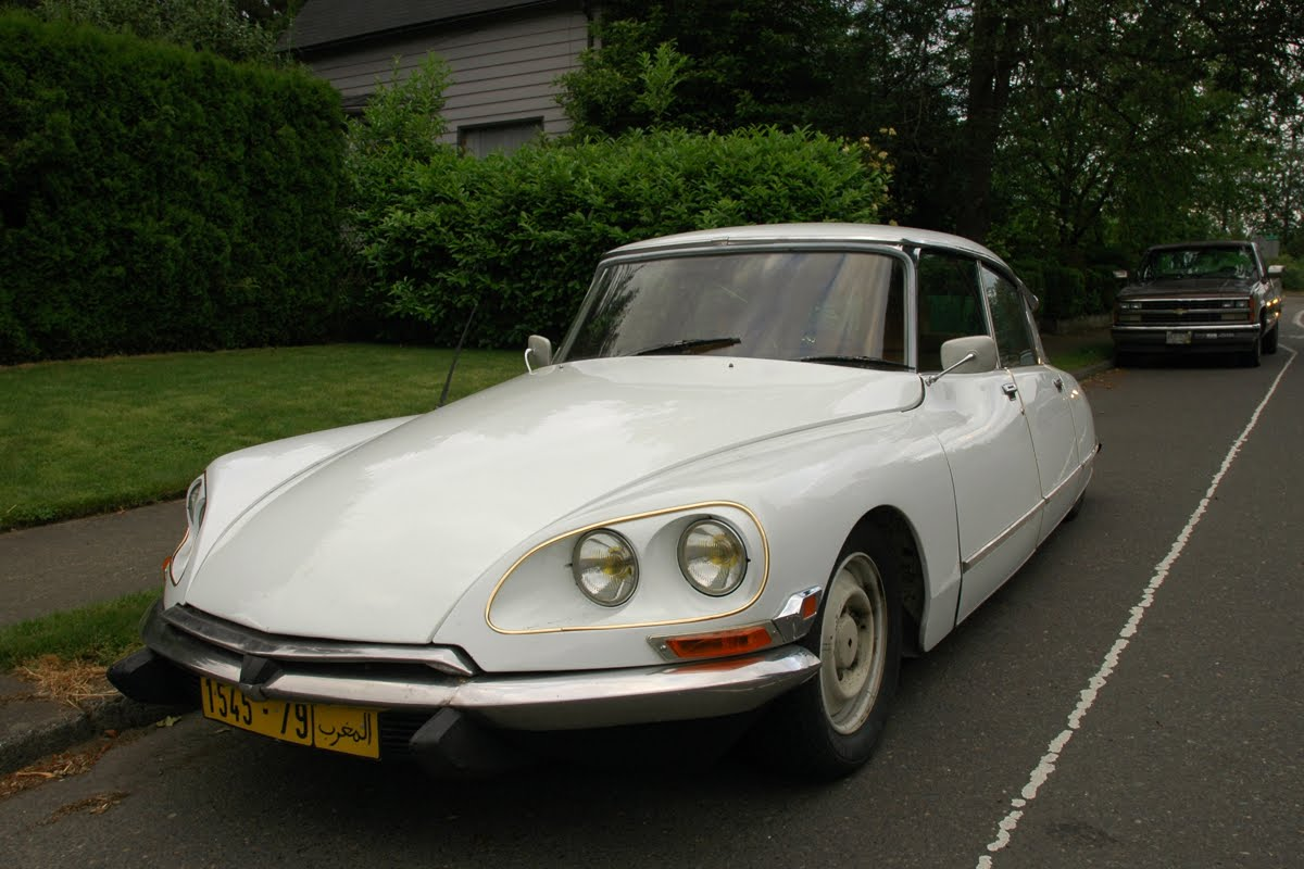 Old parked cars 1972 citroen ds june 14 2011 vanachro Gallery