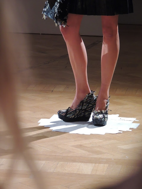 Wedge shoes with interwoven threads