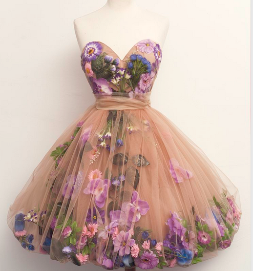 Красивые цветы на платье
