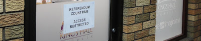 Referendum hub door
