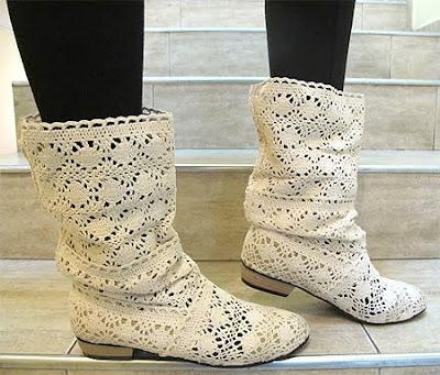 Бели плетени ботуши от дантела